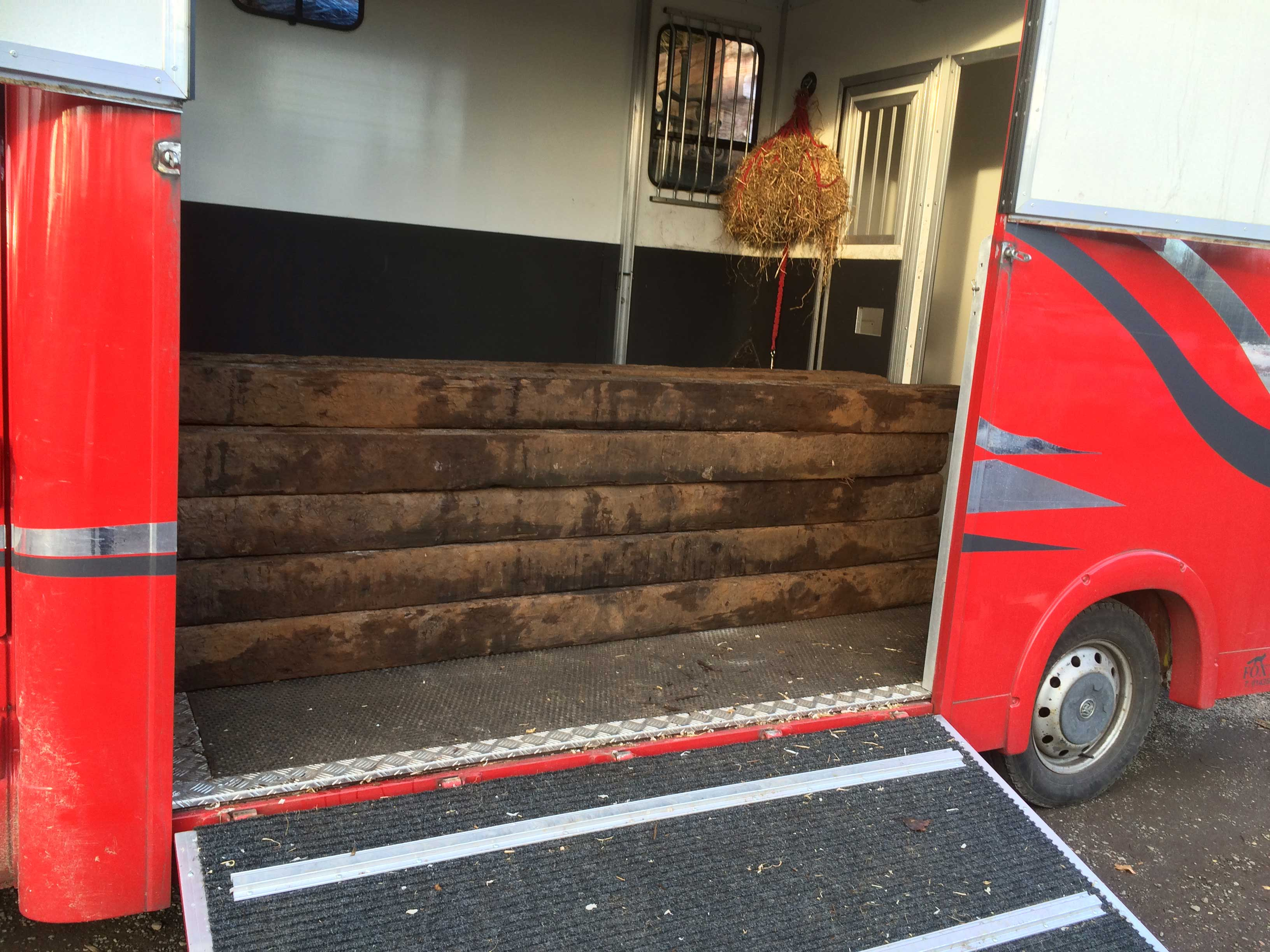 Horse lorry 1